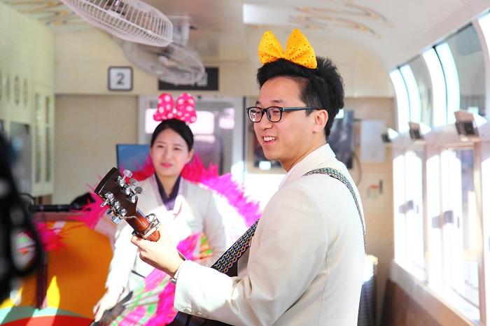열차가 운행되는 시간 동안 열차 내에서는 다양한 이벤트가 펼쳐진다.